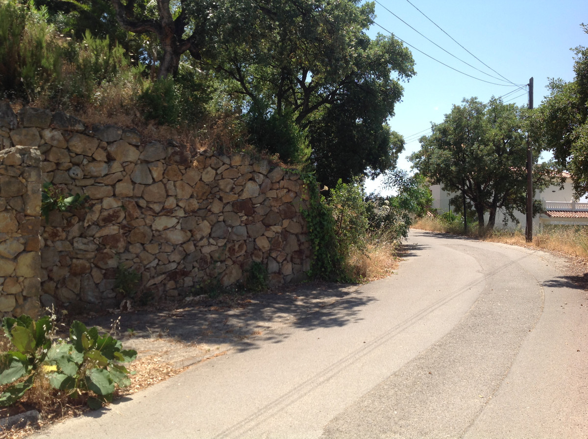 Bungalow on 969 m2 land at International city, Elviria, Marbella. 5 Minutes from a Shopping Centre, ,Spain