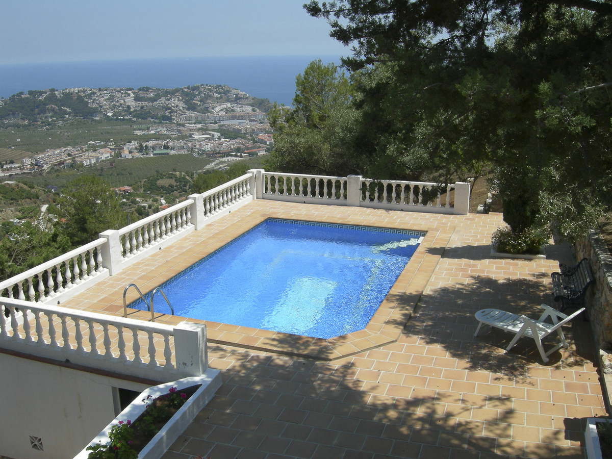 Beautiful country house with 5m x 7m private pool, located at 4 km from center town and the beach, s,Spain