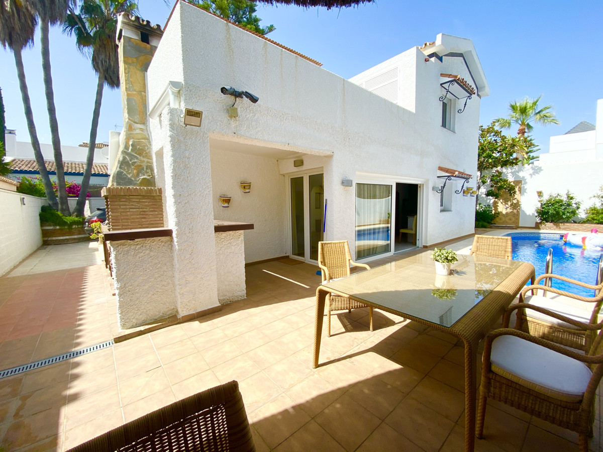 Villa Till salu i The Golden Mile R3660002
