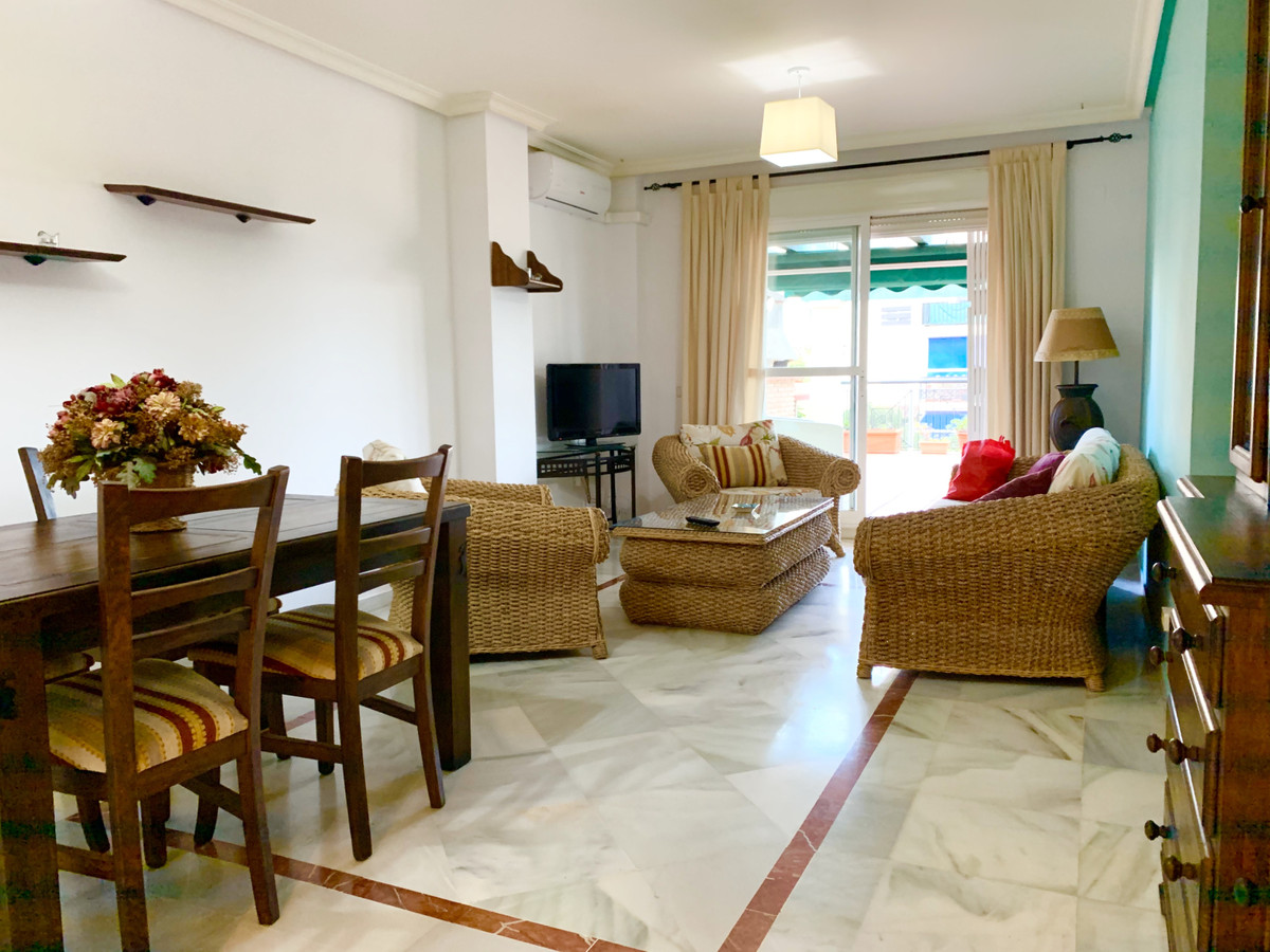 Apartamento Planta Media en Venta en Nueva Andalucía – R3595825