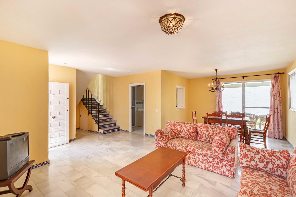 R3715820   Semi-Detached House in Estepona – € 229,000 – 3 beds, 2 baths