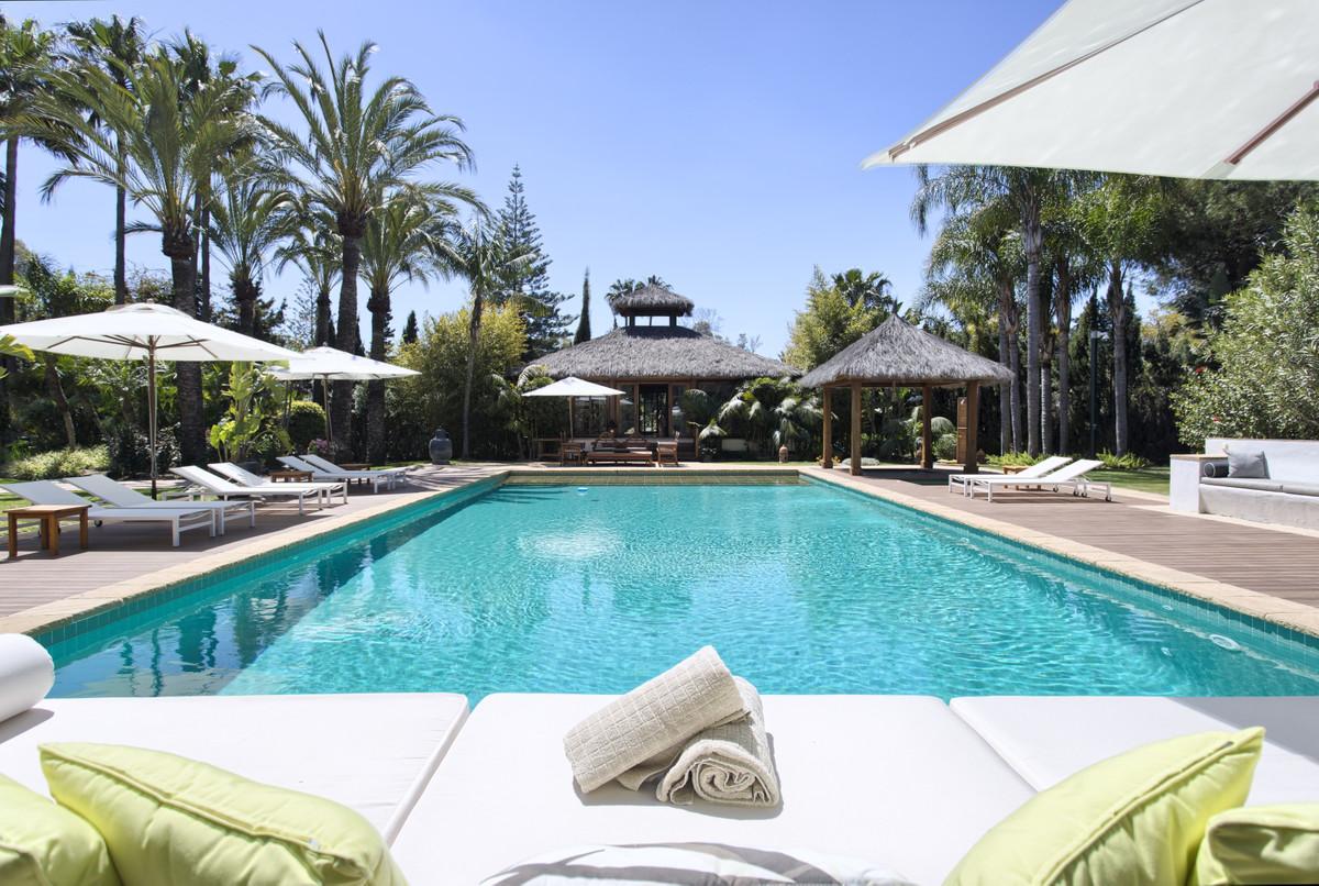 Villa – Chalet en Venta en Guadalmina Baja – R3738103
