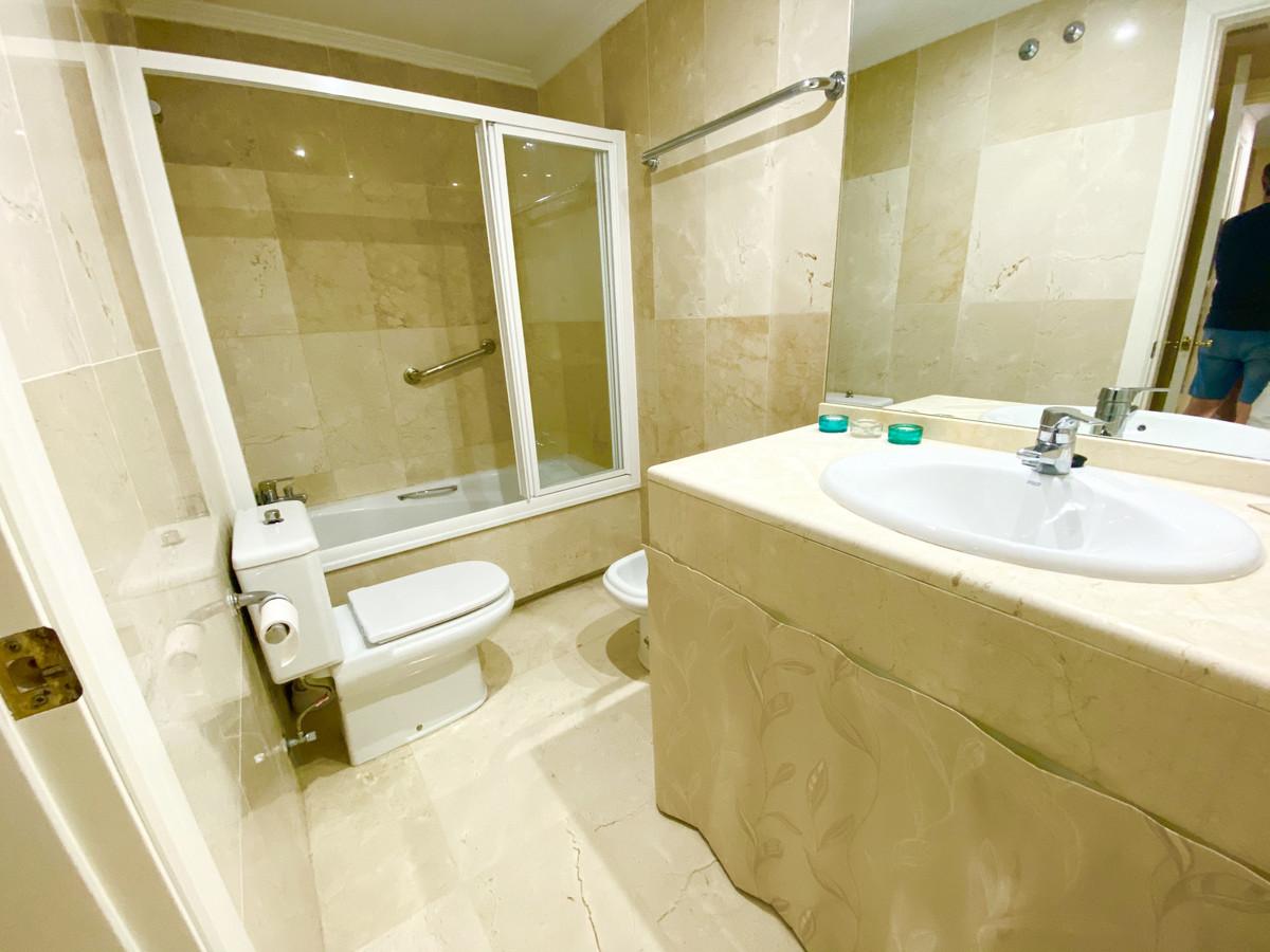 Apartamento Planta Media en Venta en The Golden Mile – R3689585