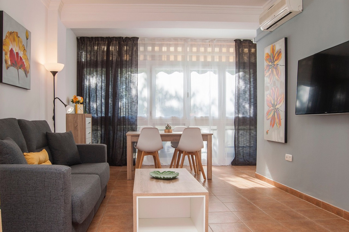 Middle Floor Apartment, Marbella, Costa del Sol. 2 Bedrooms, 1 Bathroom, Built 76 m².  Sett, Spain