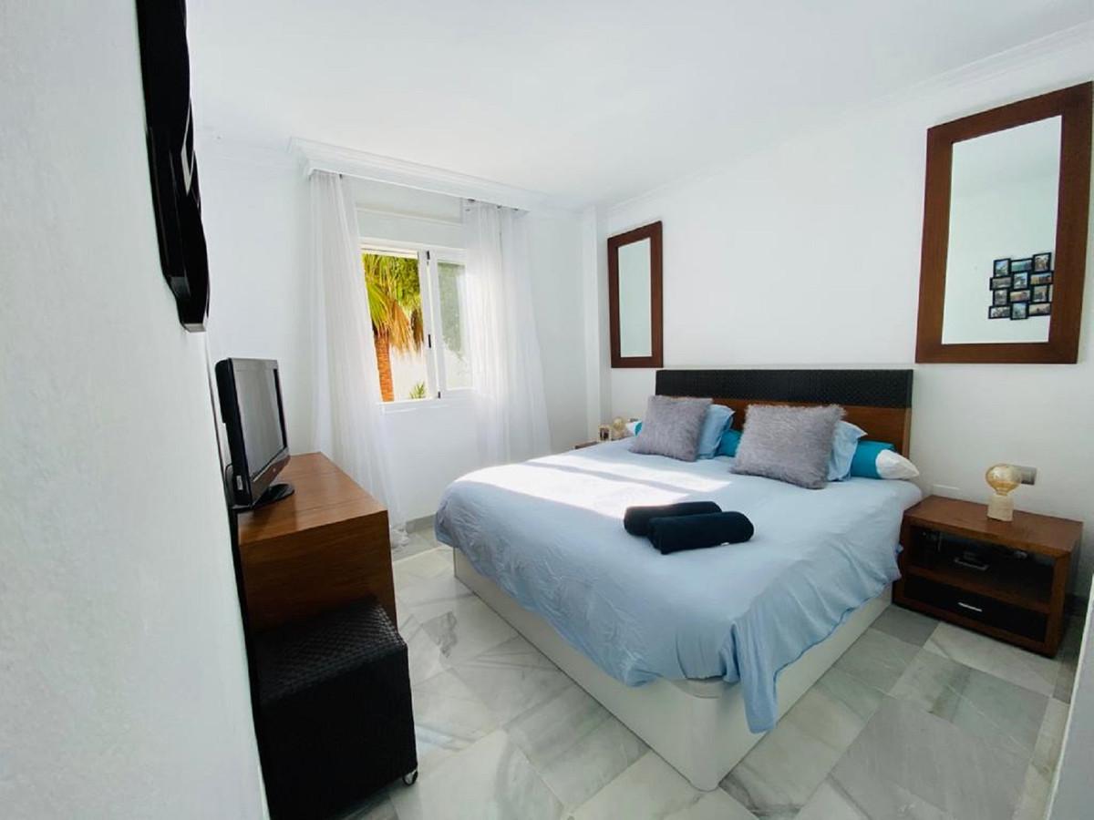 Apartamento Planta Media en Venta en The Golden Mile – R3651530