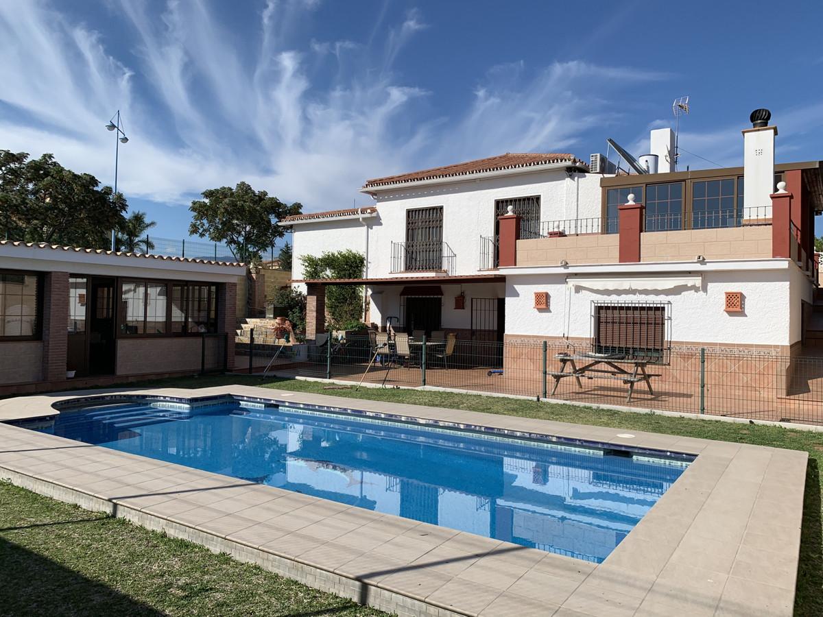 Stunning villa with a plot of 1.400m2,  It counts with 3 independent houses with separate kitchen an, Spain
