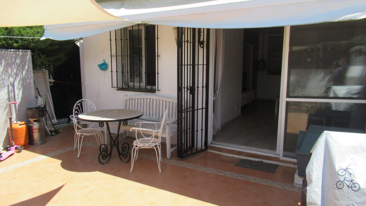 Ground Floor Apartment, El Paraiso, Costa del Sol. 2 Bedrooms, 1 Bathroom, Built 87 m², Terrace 30 m, Spain