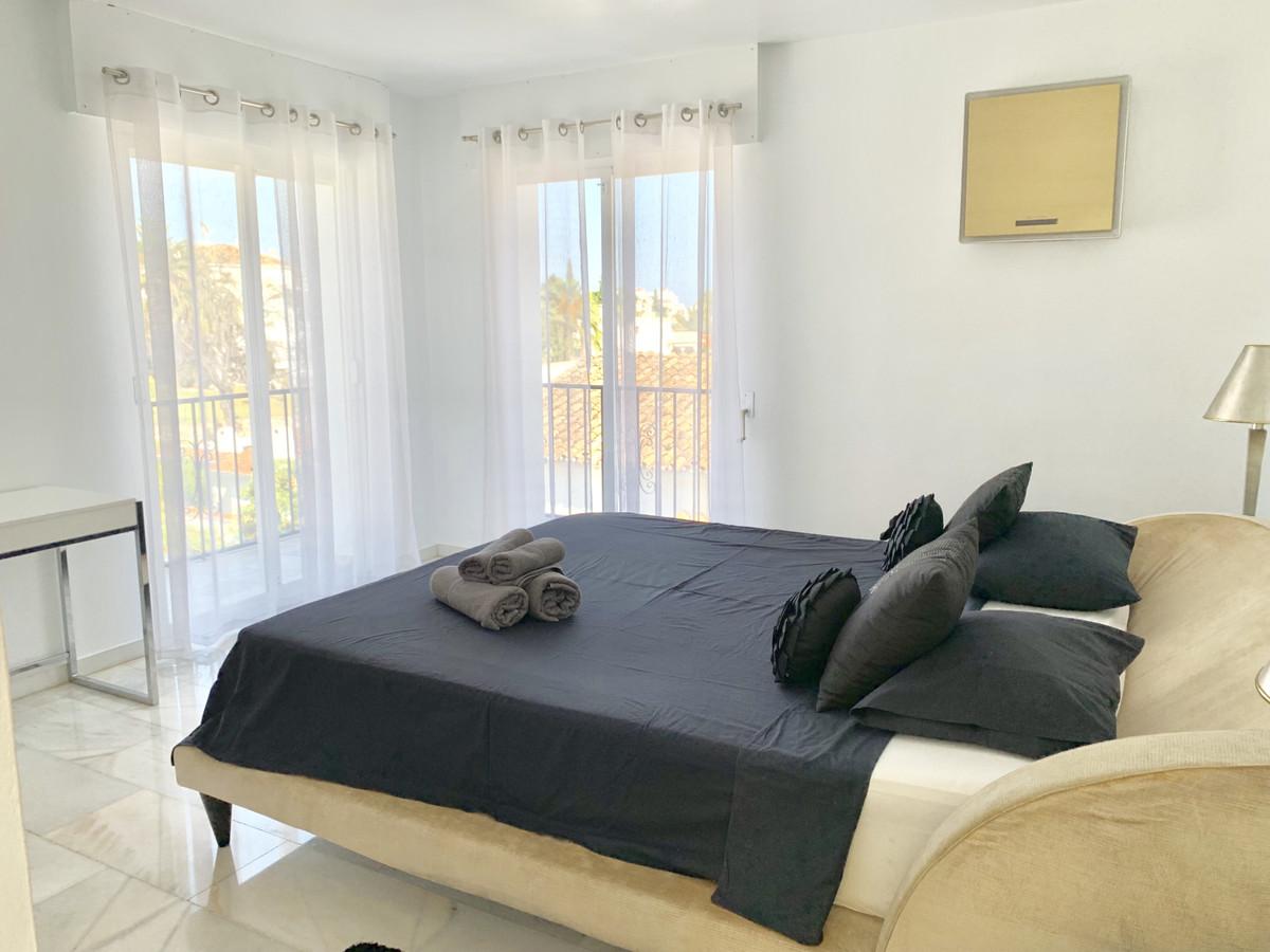 R3454312 | Detached Villa in Nueva Andalucía – € 1,000,000 – 5 beds, 5 baths