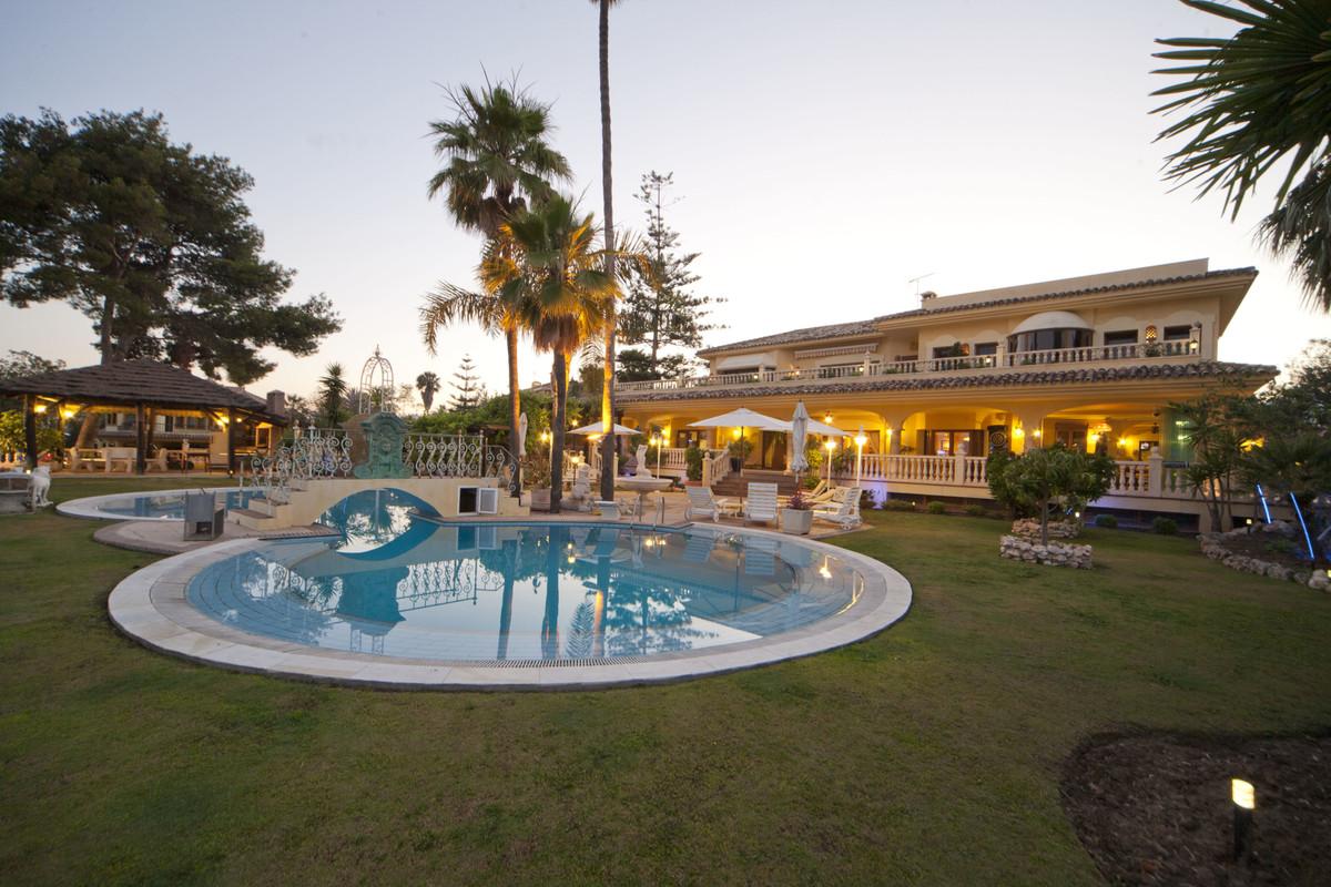 Marbella Banus Villa en Venta en Puerto Banús – R3454348