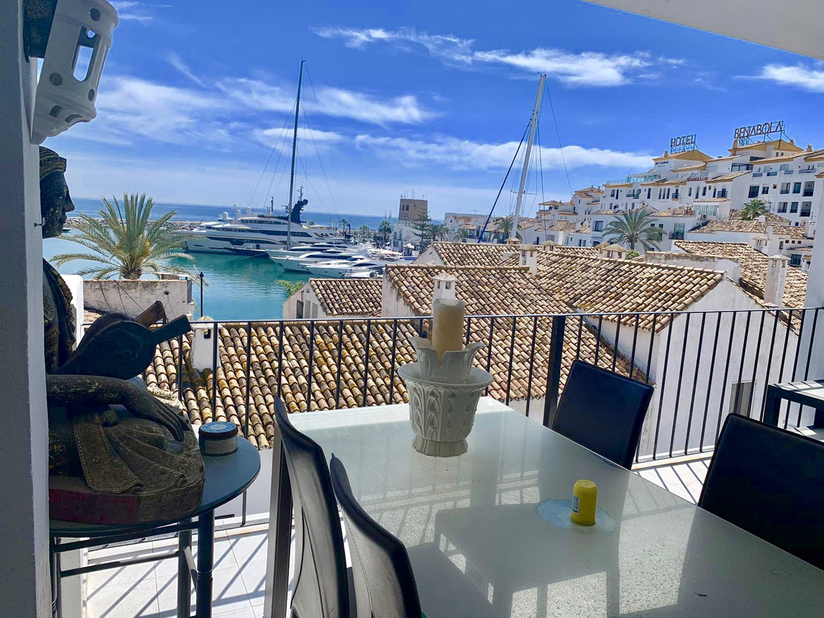 Apartment located in Puerto Banus with beautiful sea views. It has south facing and from the large b,Spain