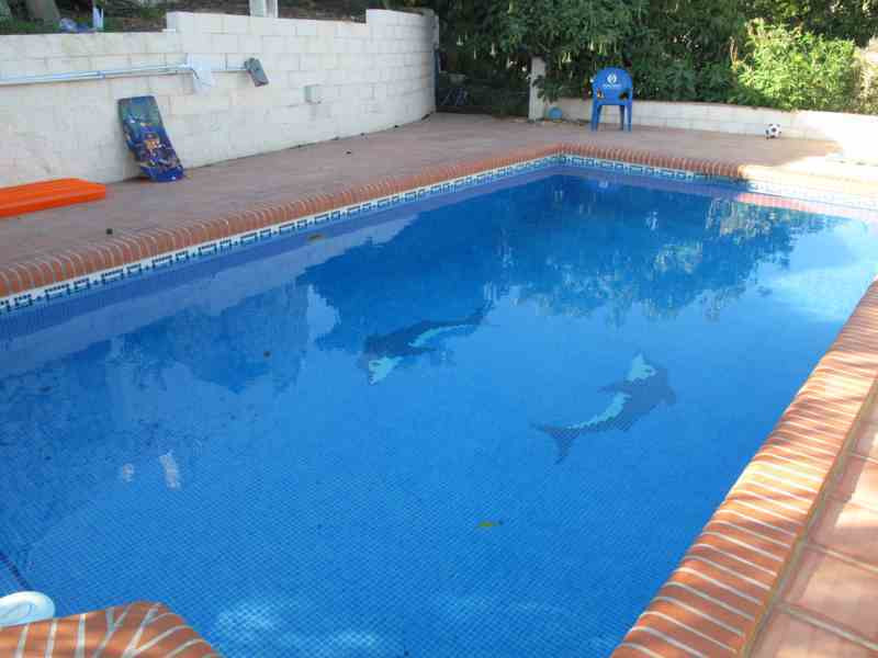 Three bedroom apartment with shared swimming pool