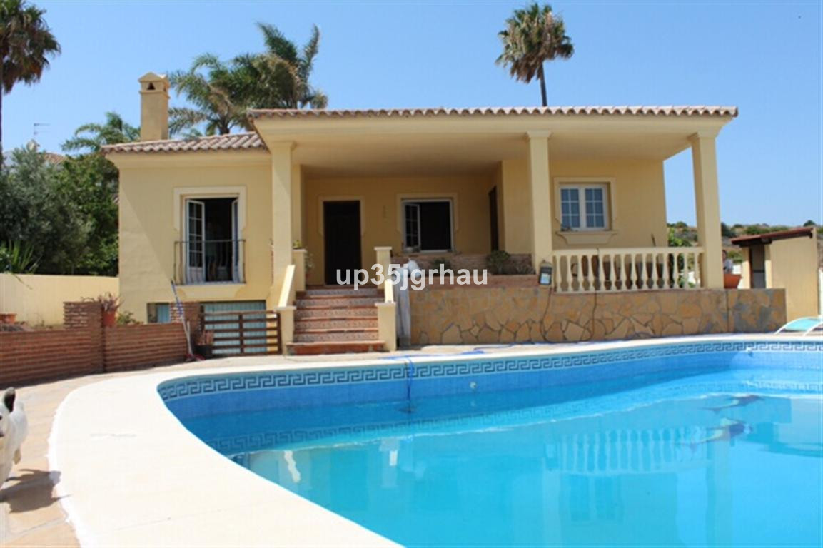 , , Costa del Sol. 5 Bedrooms, 4 Bathrooms, Built 0 m².  Setting : Town, Commercial Area, Close To P,Spain