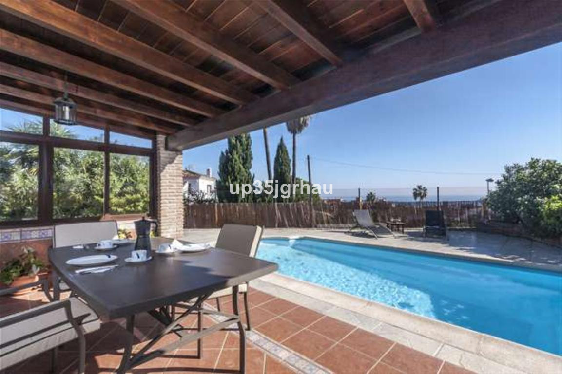 House in Estepona R2726162 1