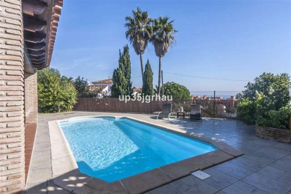 House in Estepona R2726162 10
