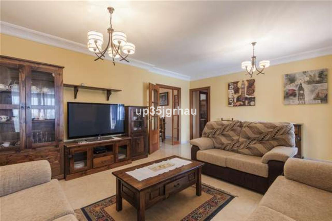 House in Estepona R2726162 2