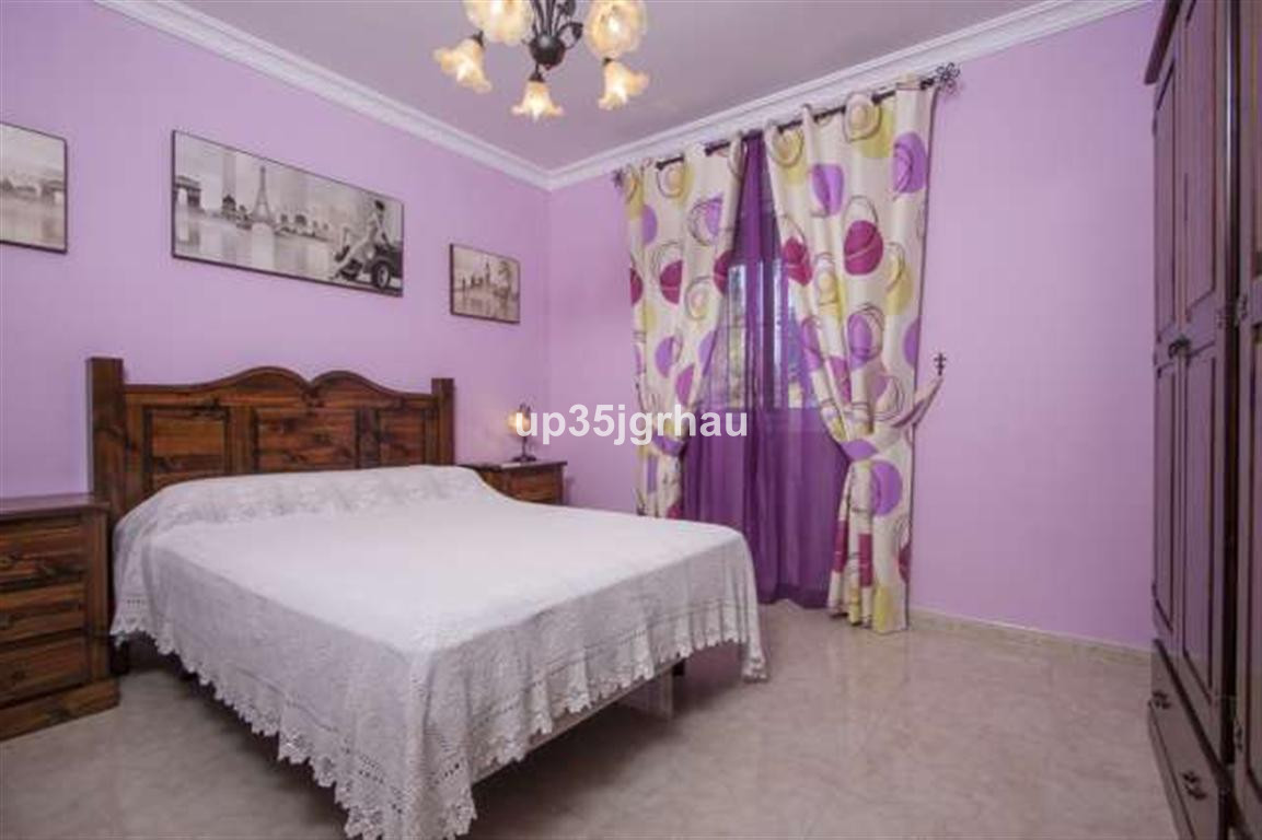 House in Estepona R2726162 4