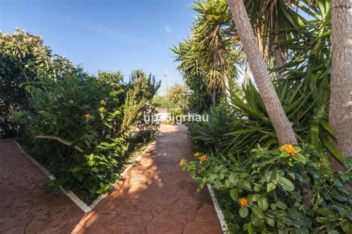 House in Estepona R2726162 6