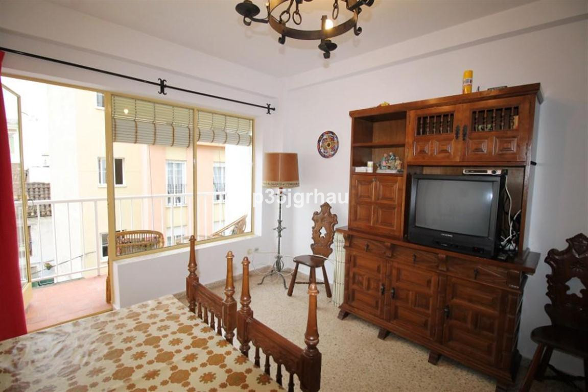 R3388708 | Middle Floor Apartment in Estepona – € 108,900 – 1 beds, 1 baths