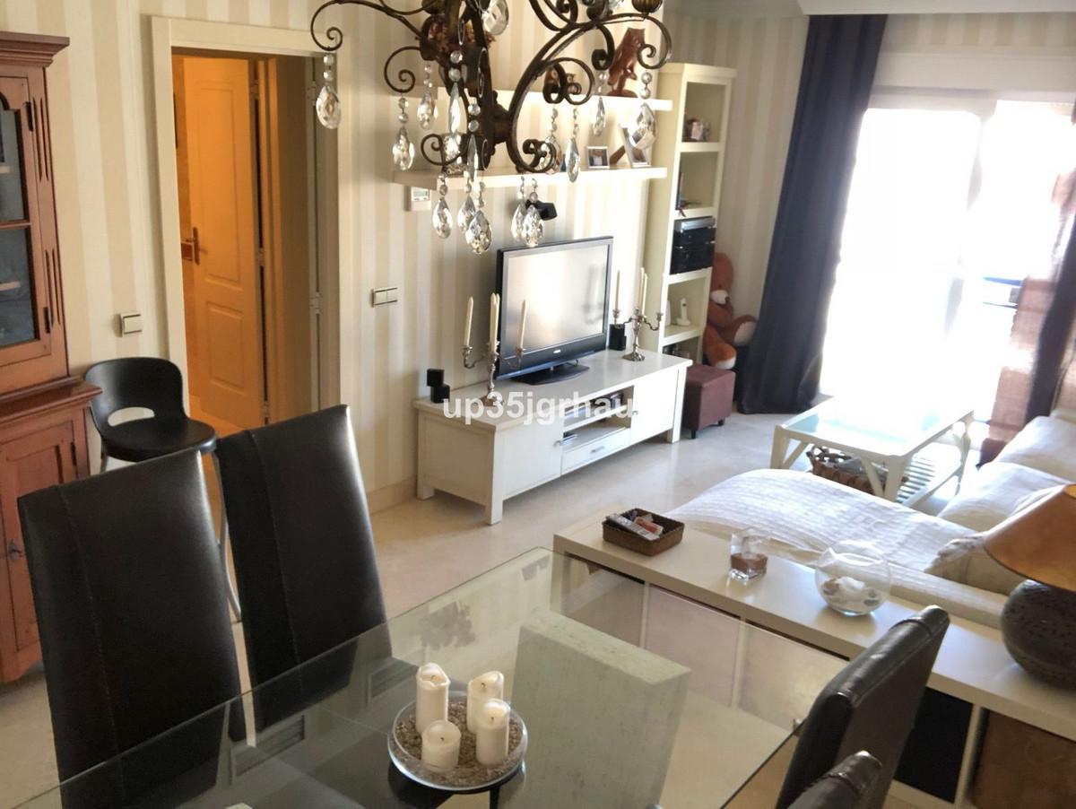 Apartment  Middle Floor 													for sale  																			 in Estepona