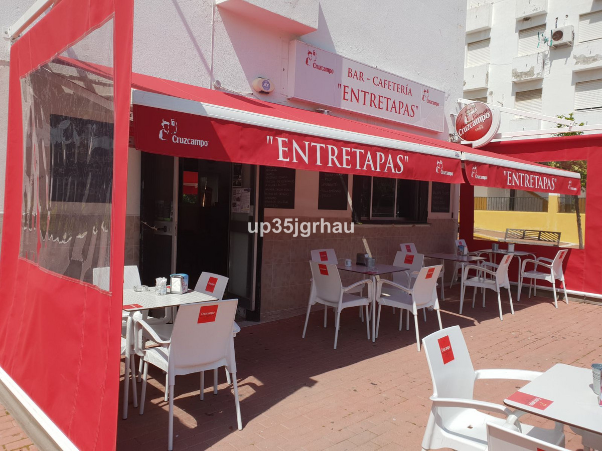 Commercial local situated in a great location. Is a guaranteed of success. Available for sale. Curre,Spain