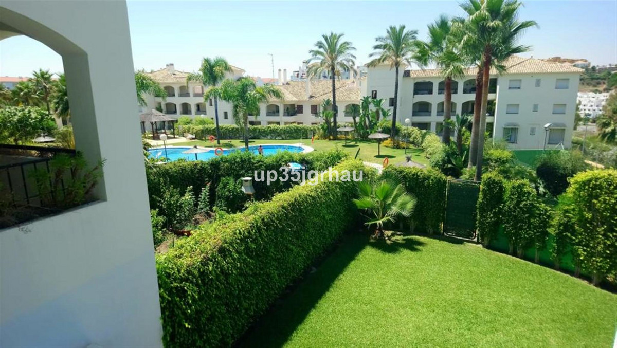 Fantastic apartment in luxury urbanization, between Estepona and Marbella, a short distance from theSpain