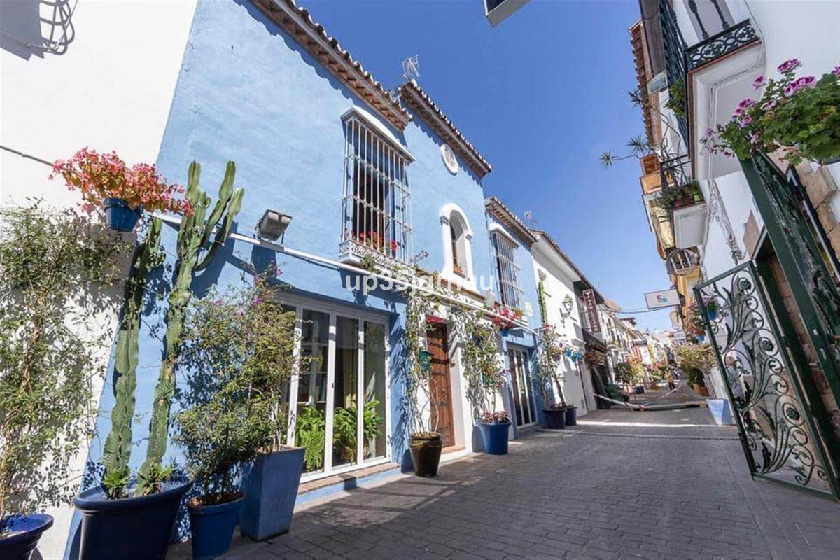 Great investment opportunity !. This popular restaurant is located in the Estepona´s business heart., Spain
