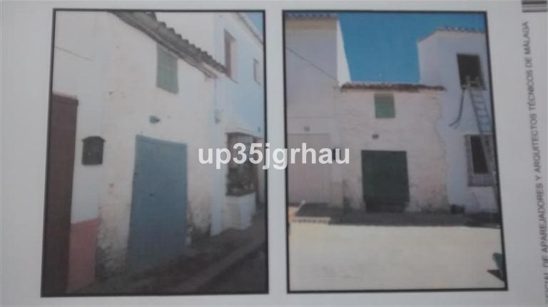 Authentic village house on a such a good price. Ideal to reform and get all the potential it has. Lo, Spain