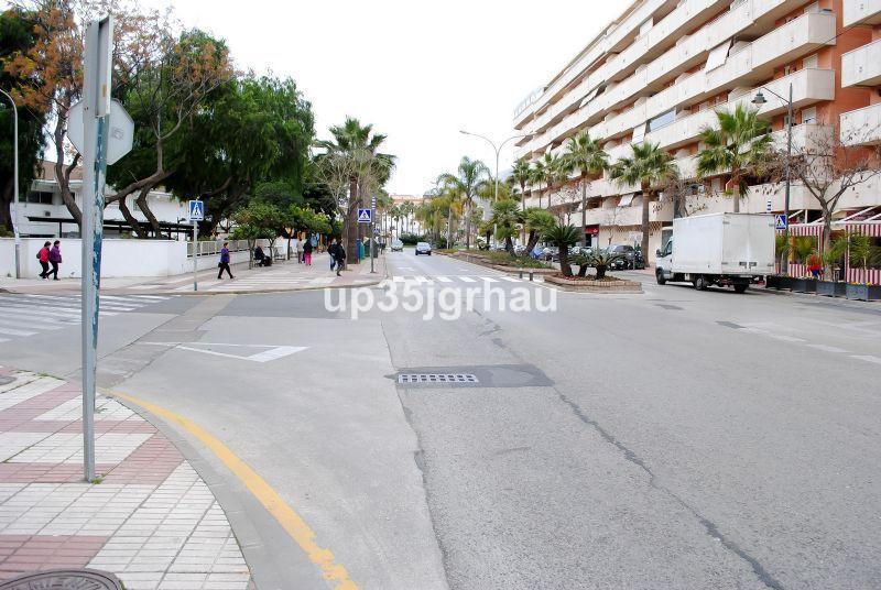 GARAJE + TRASTERO EN ZONA HUERTA NUEVA, ESTEPONA  Garage, -- Select --, Costa del Sol. Built 14 m². ,Spain
