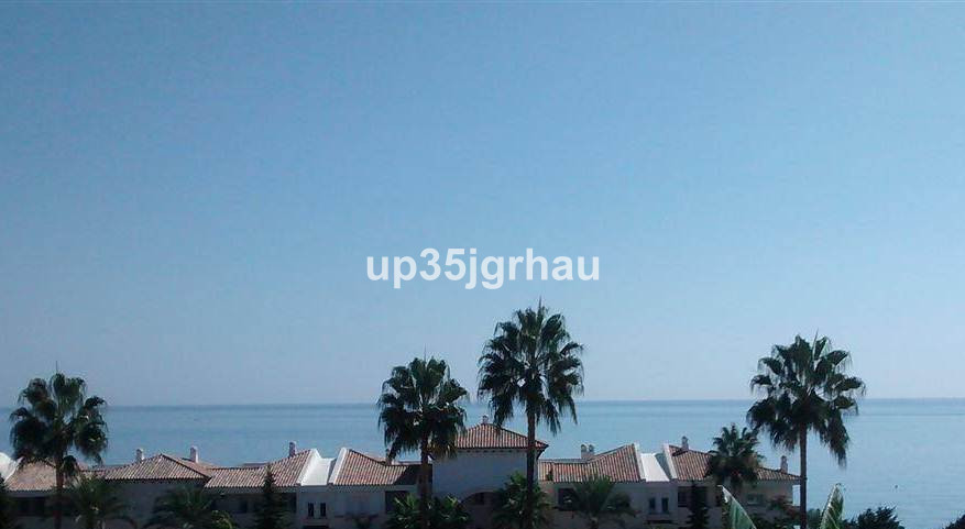 Magnificent villa situated in a privileged, quiet and peaceful urbanization. From the house you can ,Spain
