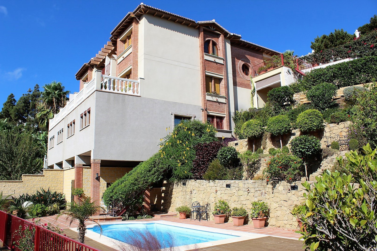 Superb quality at every turn ! This amazing house has an outstanding specification and a huge build ,Spain