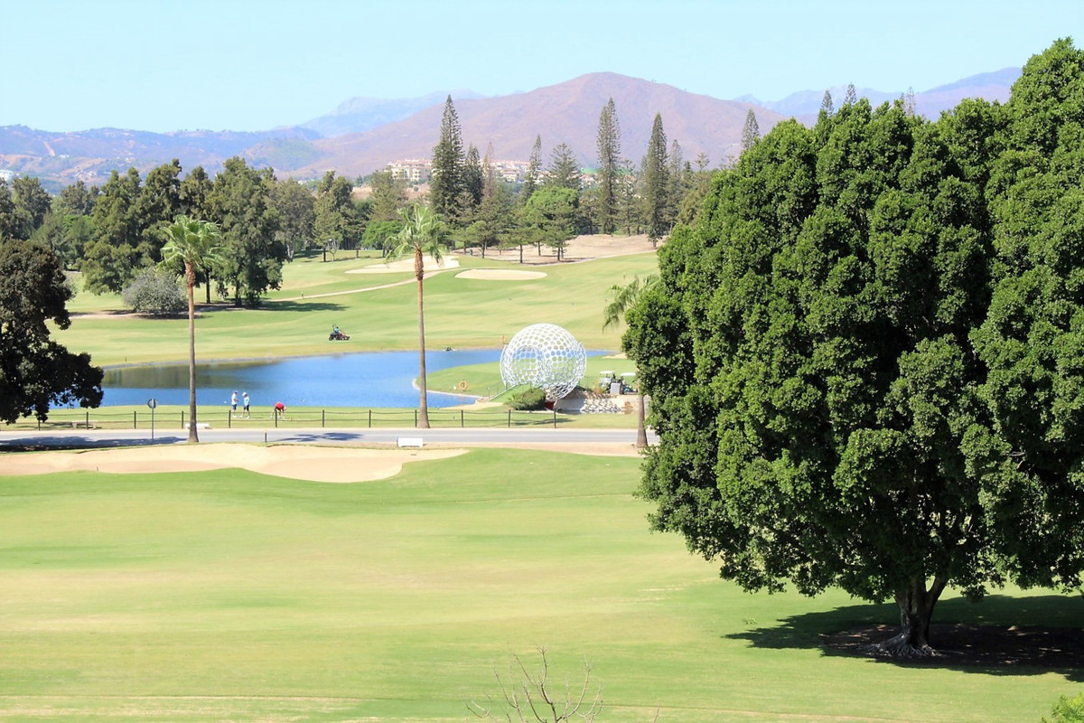 Absolute front line golf !  This is a wonderfully well maintained two bedroom two bathroom town hous,Spain