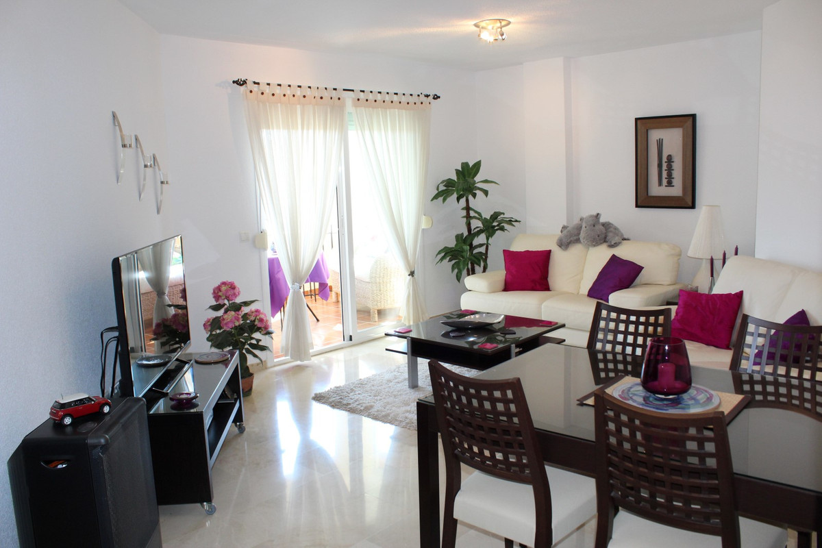 This is a beautifully presented and well maintained two bed two bathroom top floor apartment close t, Spain