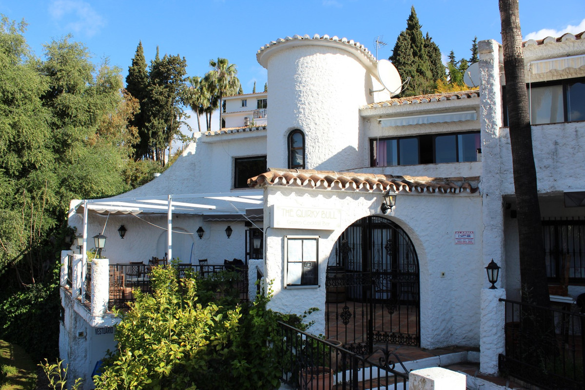This is a fantastic and unique opportunity to acquire an established and ever popular bar and restau,Spain