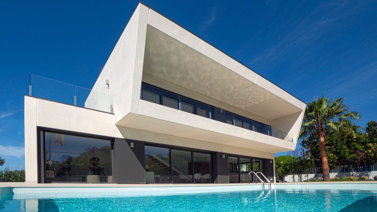 Wonderful next construction in Valle del Sol, one of the best residencial areas in Marbella. Modern , Spain