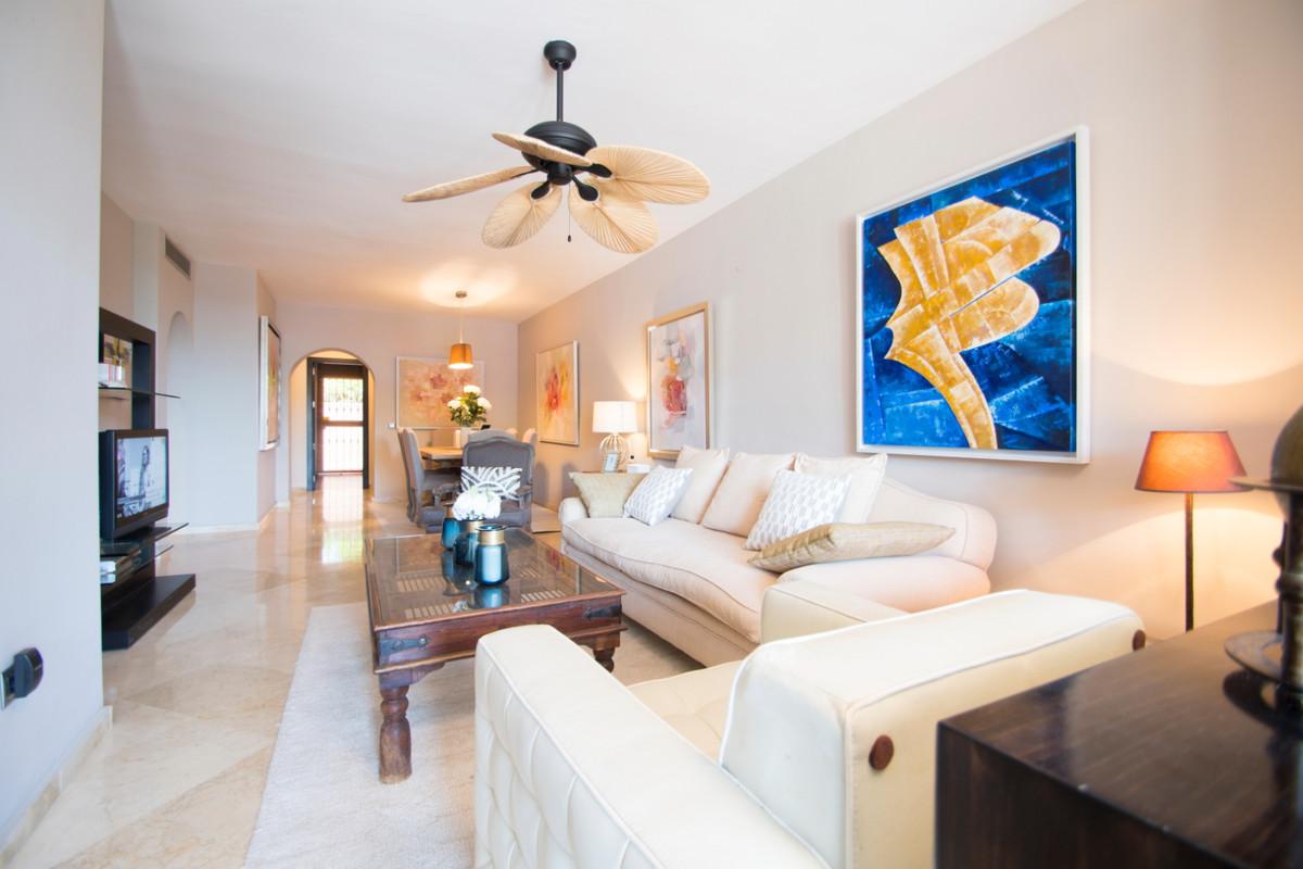 Appartement  Rez-de-chaussée en vente   à Guadalmina Alta