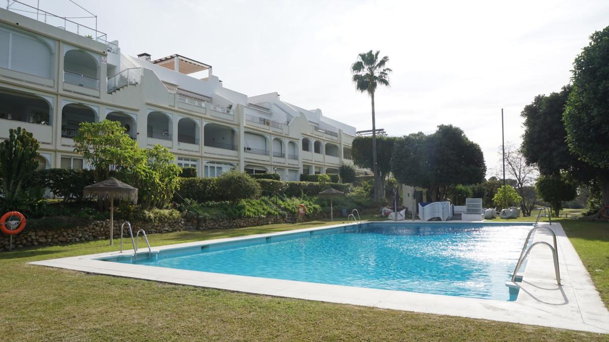 Marbella Banus Apartamento Planta Media en Venta en La Quinta – R3586108