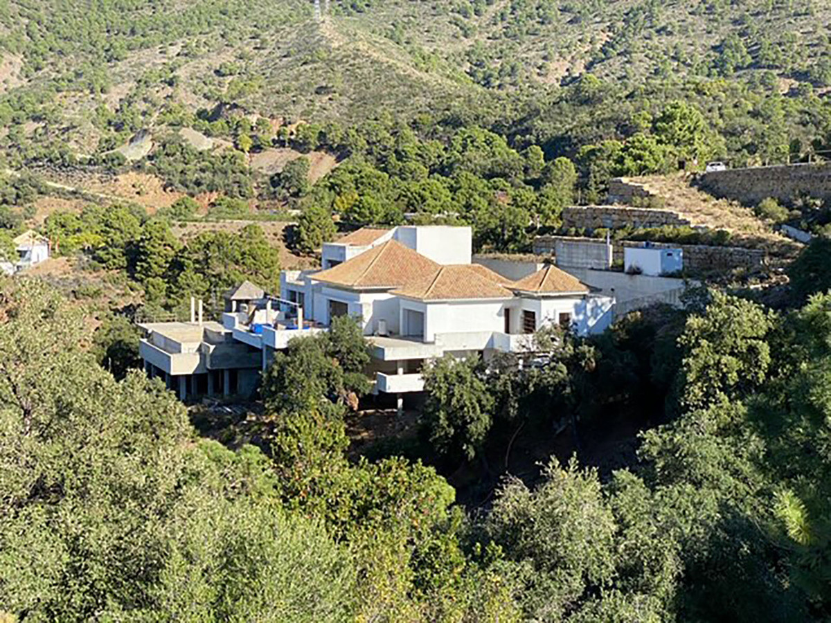 Available to the market is this stucture situated on a plot of 4606 m2.  When completed, this will b, Spain
