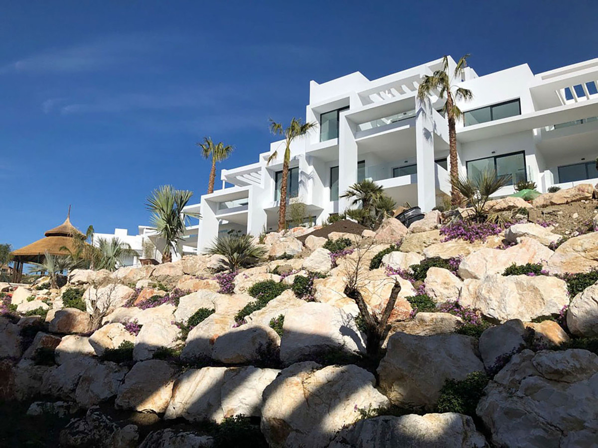 Stunning modern and contemporary middle floor apartment for sale in the newly completed Atalaya Hill,Spain