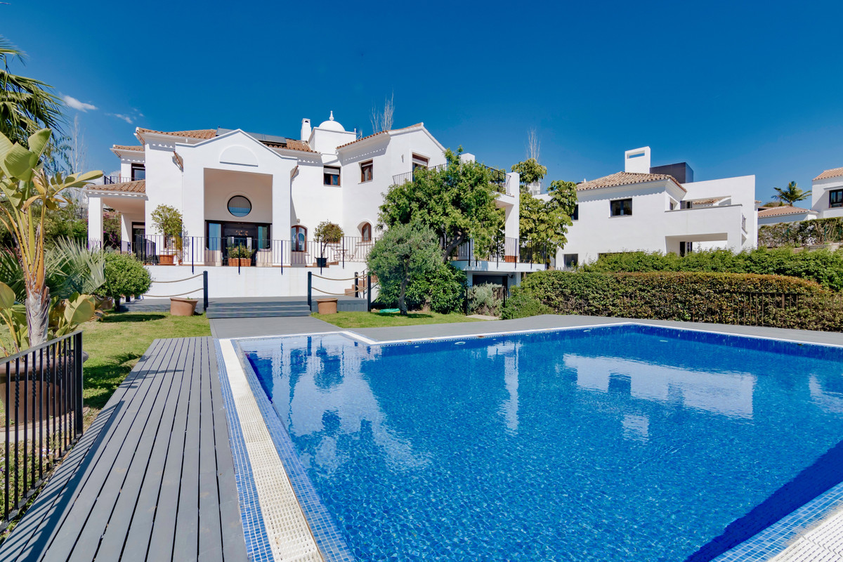This is a five bedroom family home situated in the extremely popular La Alqueria area in Benahavis. , Spain