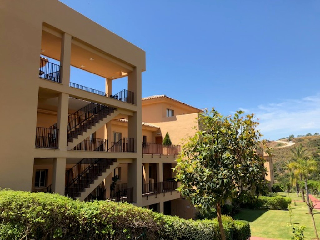 A spacious two bedroom first floor apartment in the La Resina Golf development.  Situated on the fir, Spain