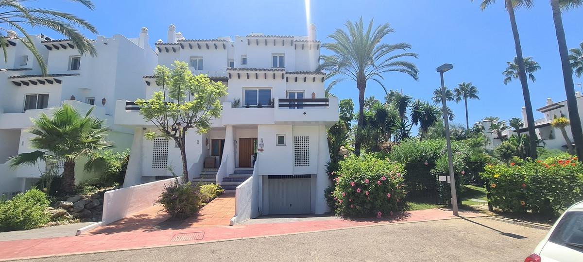 Marbella Banus Adosada en Venta en Costalita – R3687221