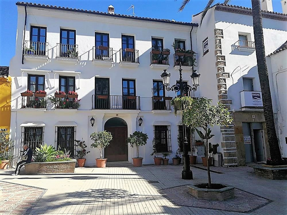 BIG PRICE DROP FROM €559.000 TO €495.000!!! This beautiful recently fully refurbished apartment is l Spain