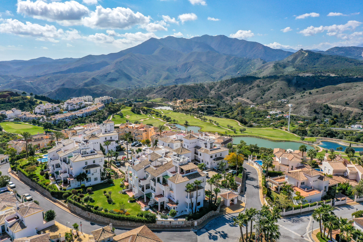A very well-presented ground floor apartment set in the popular urbanisation of Alhaurin Golf. The p, Spain