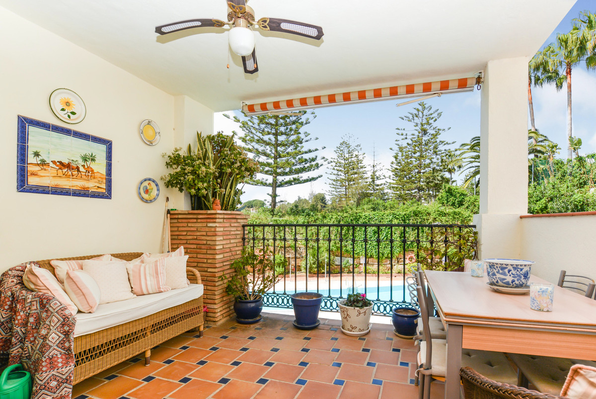 A well-presented frontline golf apartment located on the popular Mijas golf development in a quiet l,Spain