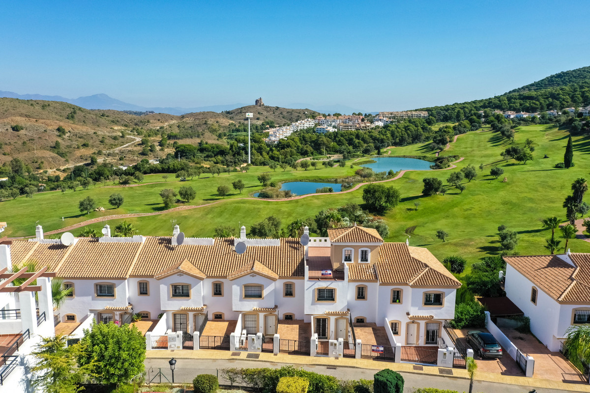 A well presented spacious townhouse, enjoying panoramic views overlooking a challenging 18 hole Alha, Spain