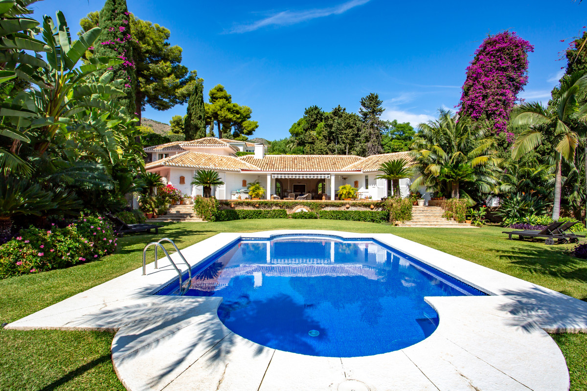 A rare opportunity to purchase a fantastic family home, located in the exclusive urbanization of Ran, Spain