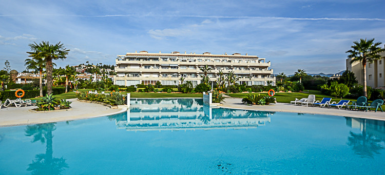 This spacious 3 bedroom 2 bathroom apartment enjoys sea, pool and garden views from its large sunny ,Spain