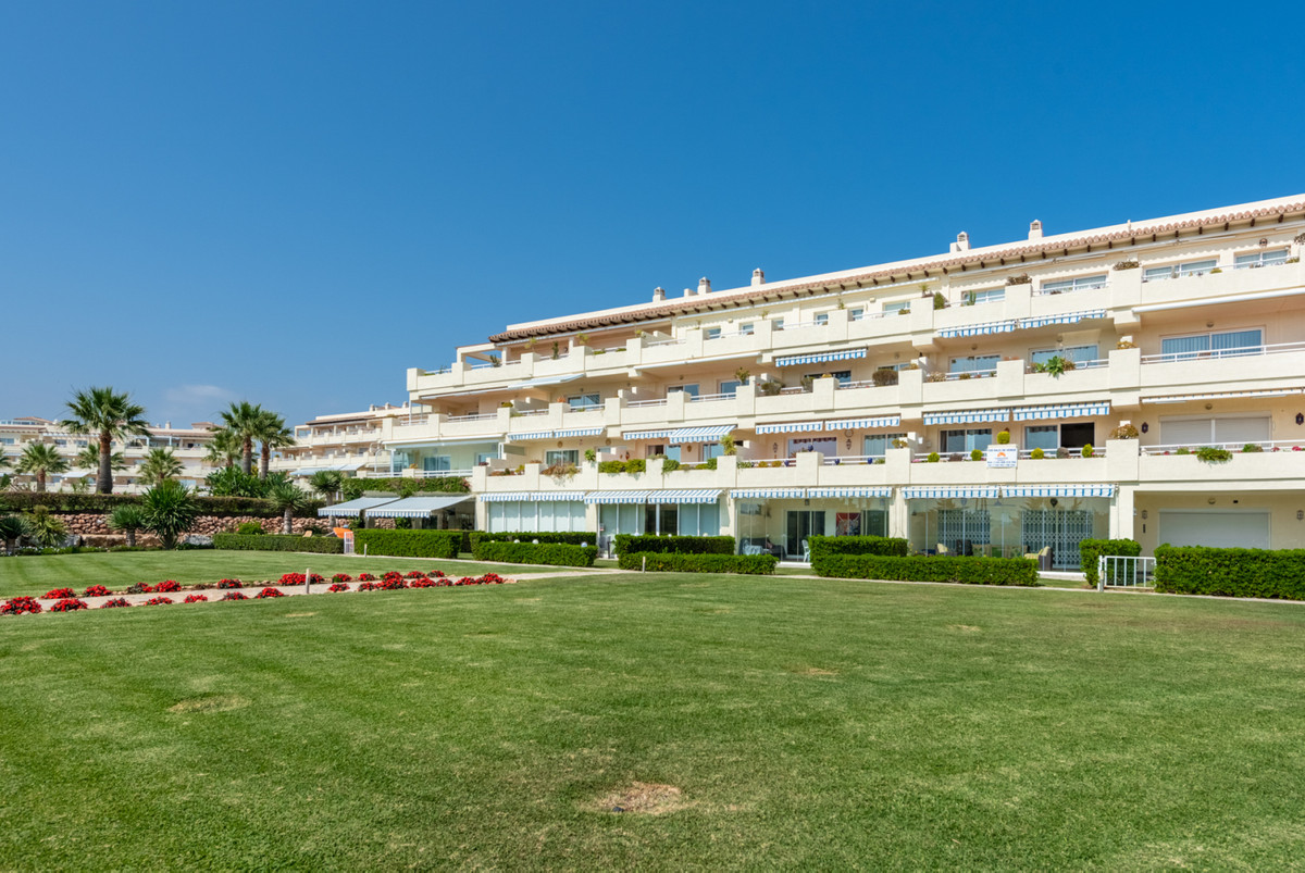 Spacious well-presented two-bedroom apartment located in popular well-maintained urbanization with o,Spain