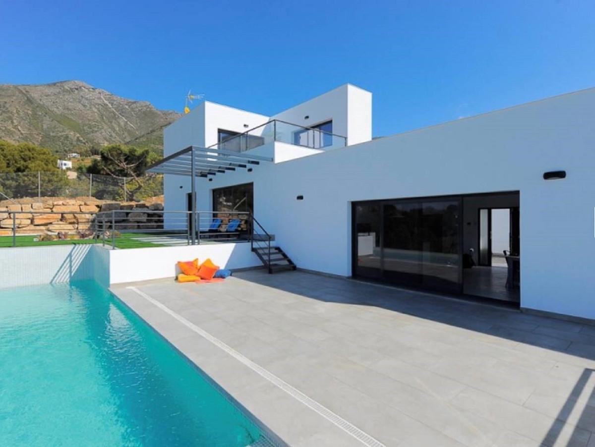 Ref:R3502996 Villa - Detached For Sale in Valtocado