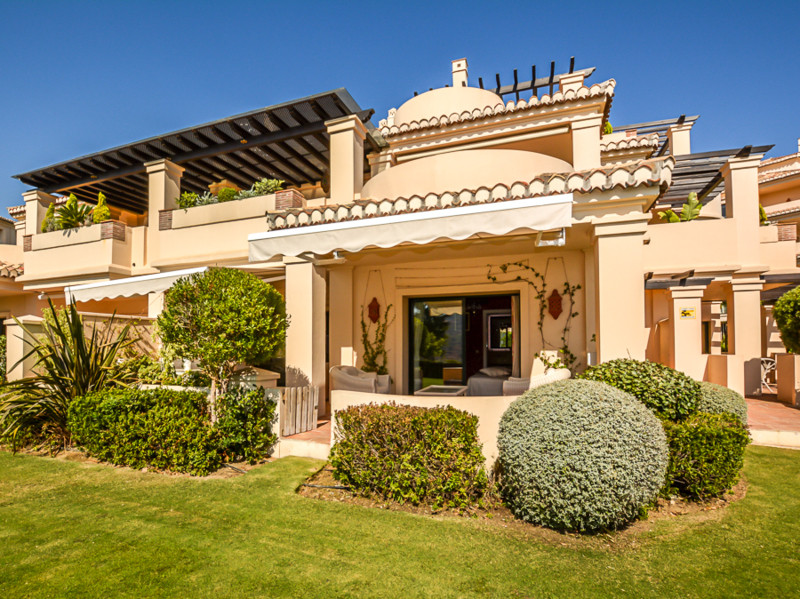 Beautifully presented ground floor apartment  located in one of the best blocks in the fabulous Capa,Spain